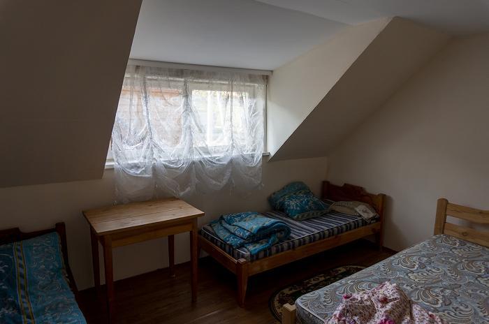 Так выглядит жильё, которые местные жители сдают приезжим - по 700 рублей с человека