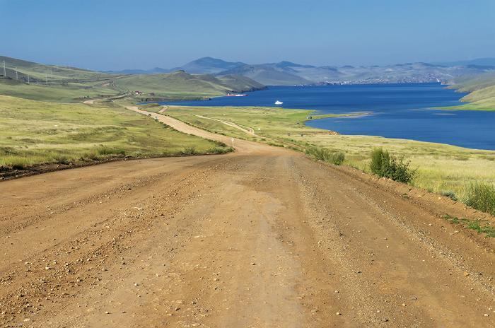 Дорога из Хужира до паромной переправы в Сахюрту