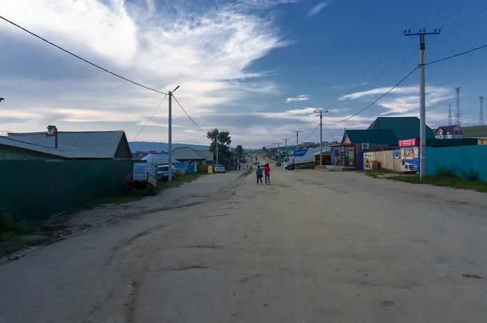 Типичная улочка Хужира