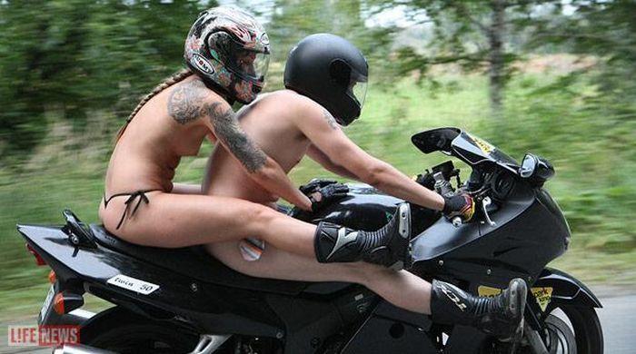 голые бабы на мотоциклах фото