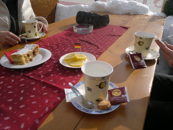 Чай и штрудель в немецком кафе Италии