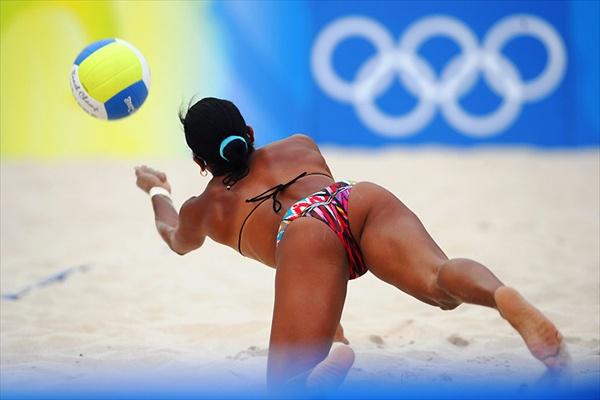 Голые на пляжном волейболе