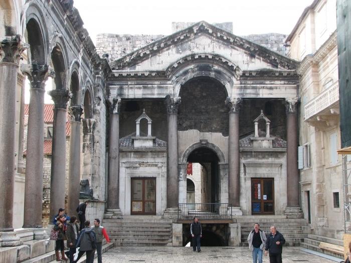 подземелье дворца диоклетиана фото современном