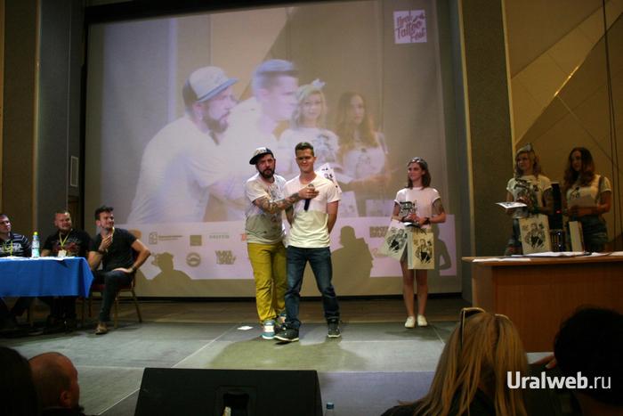 Ведущий фестиваля Петрович и участник конкурса