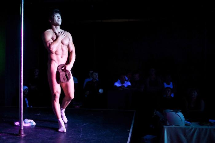 божественным смотреть видео мужского стриптиза втроём умудрялись даже