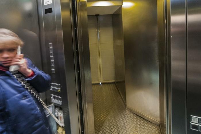 Картинки лифт застрял