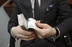 Средняя зарплата федерального чиновника составила без малого 100 тысяч рублей