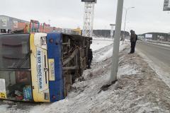 Возле «Меги» перевернулся пассажирский автобус