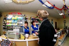 На Урале неизвестный мошенник забалтывает кассиров в магазинах и крадет деньги