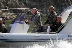 Путин и Медведев вместе отдохнули в Туве