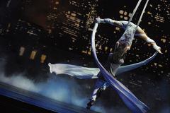Артисты цирка Дю Солей прогулялись по Екатеринбургу