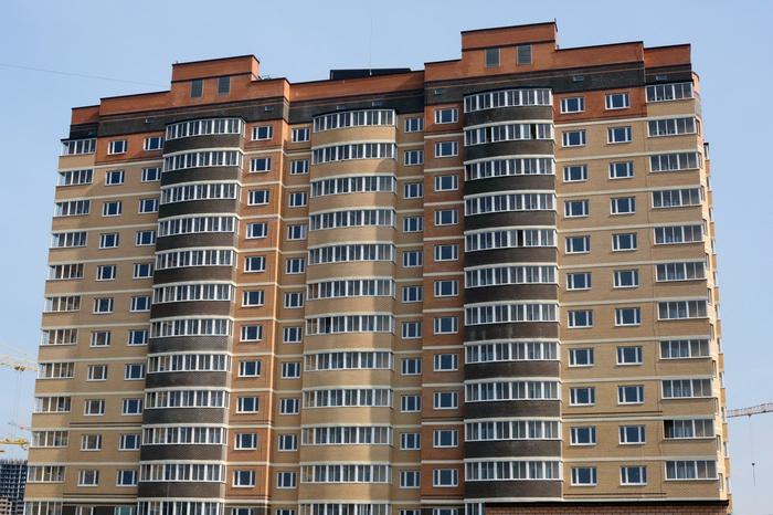Изокна элитного дома вЕкатеринбурге выпала молодая женщина