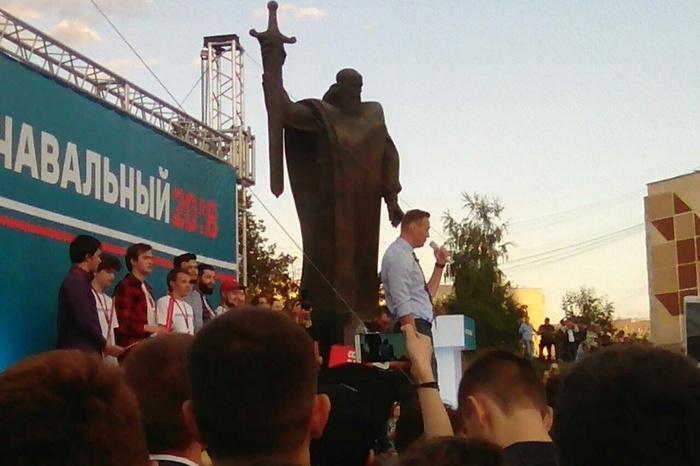 Работники минбезопасности пришли нажурфак УрФУ, чтобы отменить митинг Навального