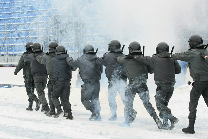 Работники ФСБ иСКР пришли спроверкой вСвердловское управление МВД