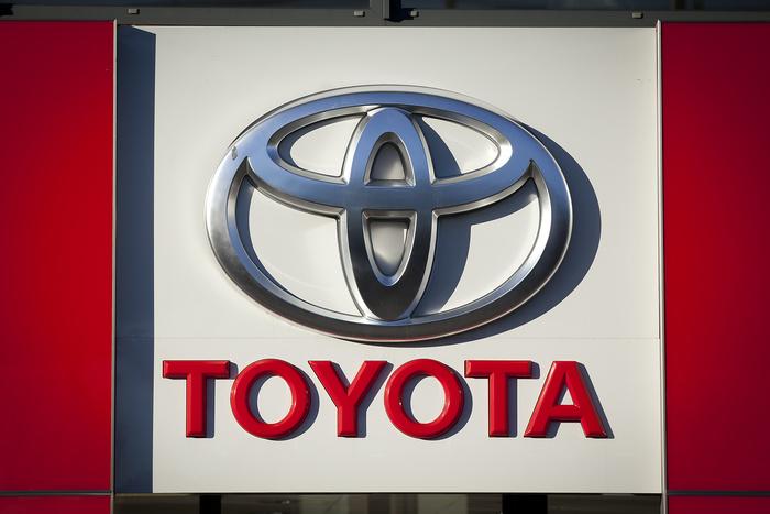 Десять самых дорогих автомобильных брендов мира