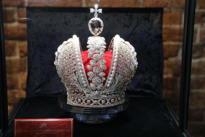 Точную копию короны Российской империи привезли в Екатеринбург