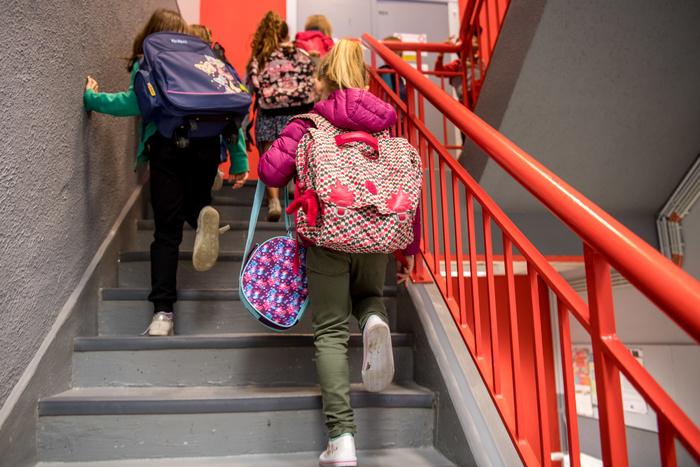 В британской школе девочек запретили называть девочками