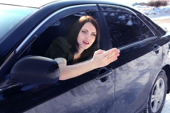 Граждане Екатеринбурга недоверяют женщинам-водителям