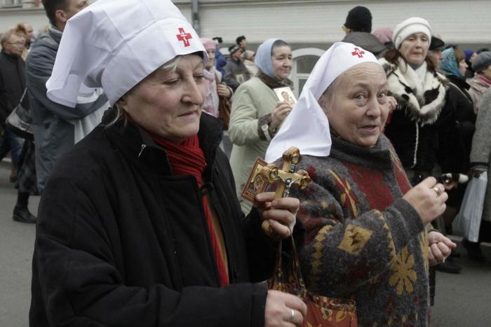 Векатеринбургской поликлинике кталонам наприем прикладывали листки смолитвой