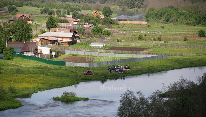 Просторное место для стоянки есть возле деревни Луговая