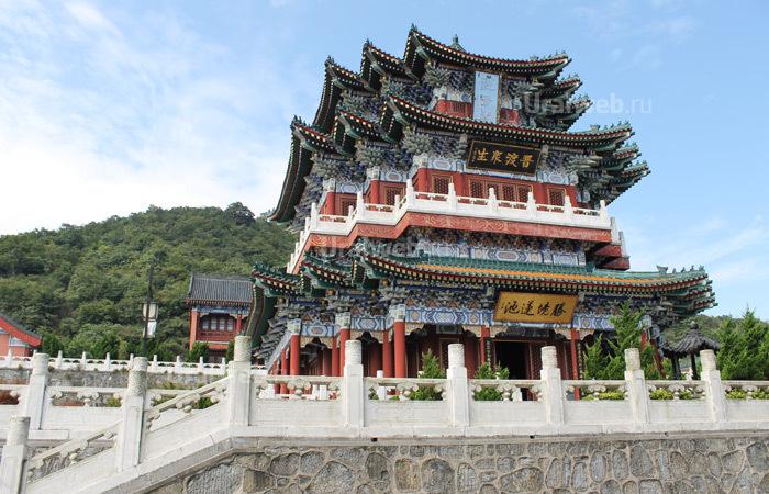 Храм в национальном парке Тяньменьшань