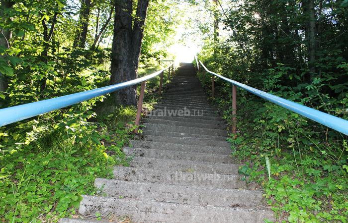 Лестница от корпусов к спортивной площадке