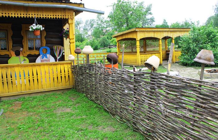 Расписные избы в селе Арамашево