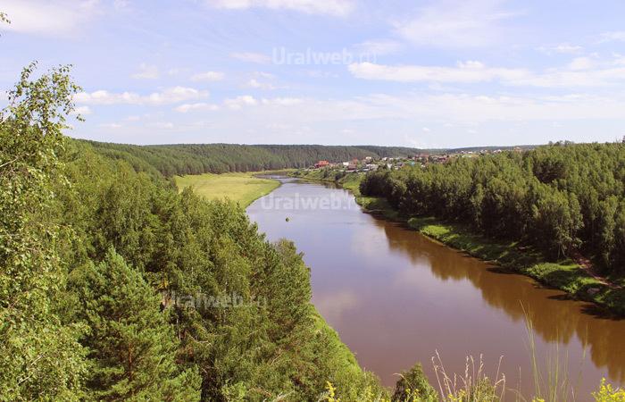 Вид на реку Исеть с одного из утесов «Семи братьев»