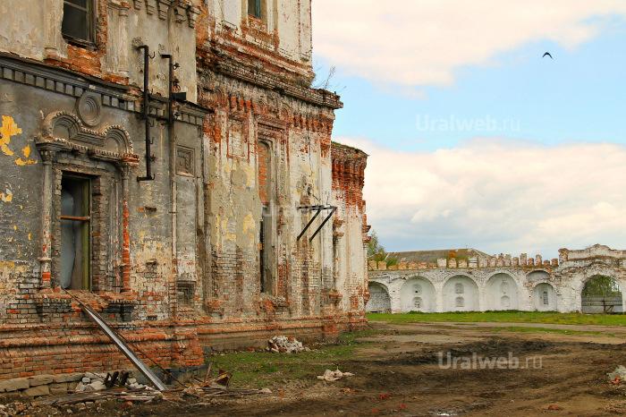 Успенский собор и восточные ворота