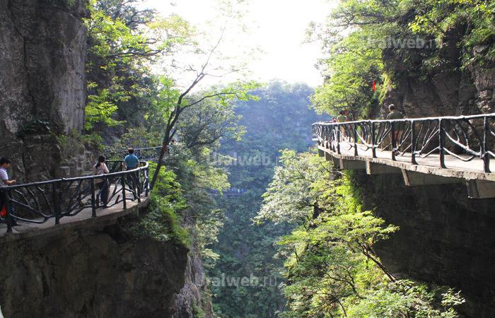 Тропа в национальном парке Тяньмэнь