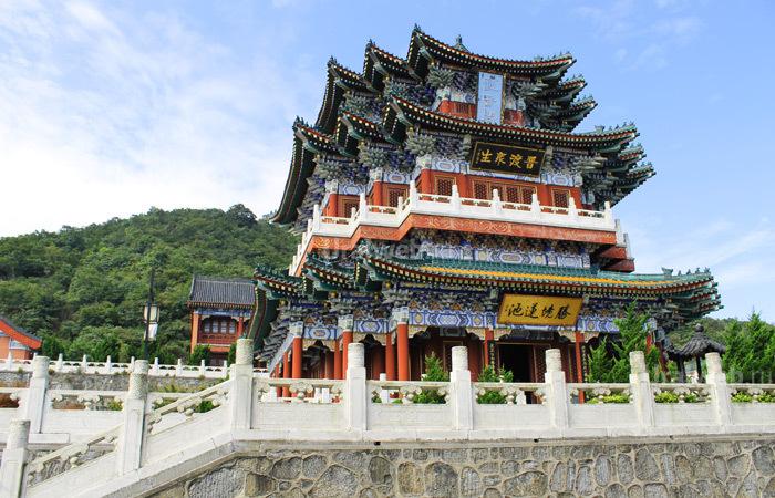 Храм в национальном парке Тяньмень