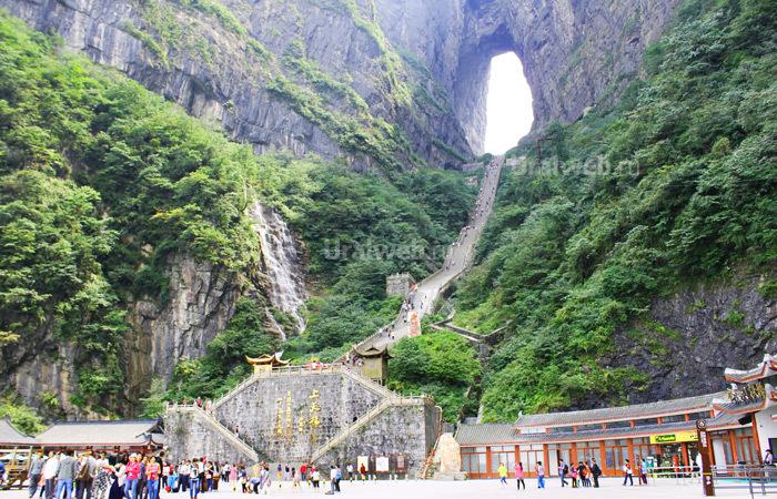 Национальный парк Тяньмень. Пещера в небеса