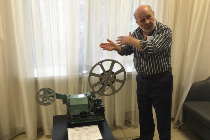 Олег Балмашев рассказывает об одном из раритетных экспонатов
