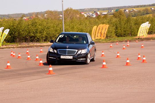 Адаптивной подвеской Mercedes-Benz E-class не располагает, позволяя менять только схему работы трансмиссии.