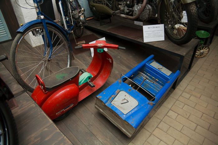 Еще немножко советского детства - мотороллер и педальный автомобиль