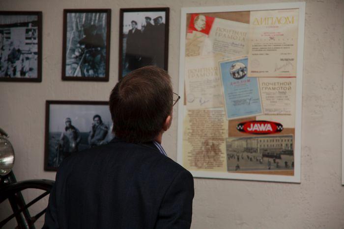 Галерея Якова Кузнецова знакомит и с историей мотоциклетного движения в Екатеринбурге