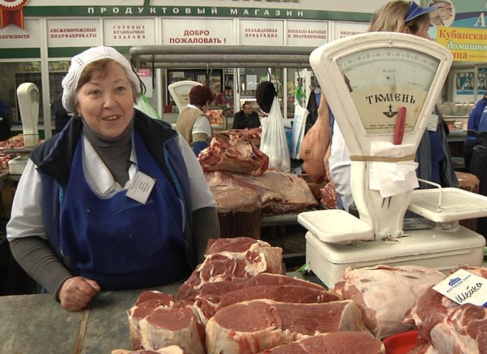 Людмила Антонова продает мясо на Шарташском рынке уже 22 года