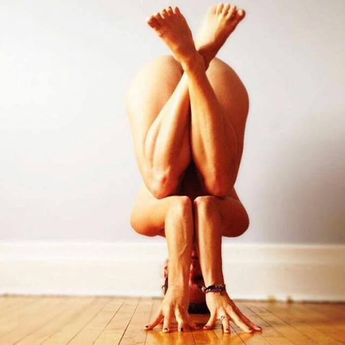 Фото йоги голой